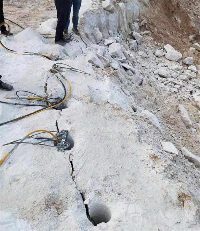 岳阳道路扩宽石头破拆劈裂机一天开采三百方
