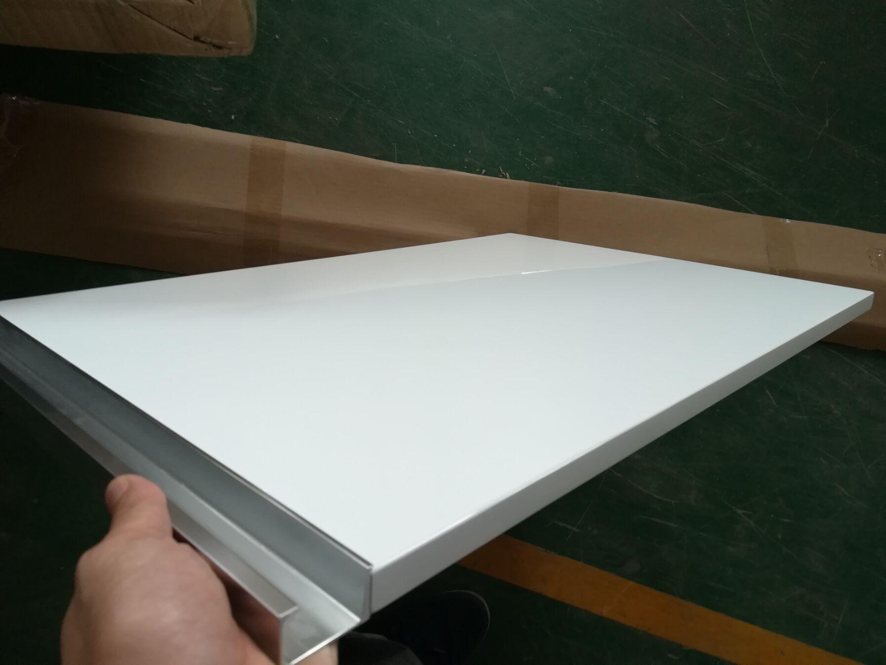 万江钢琴烤漆门板厂家,烤漆衣柜门定制,烤漆衣柜