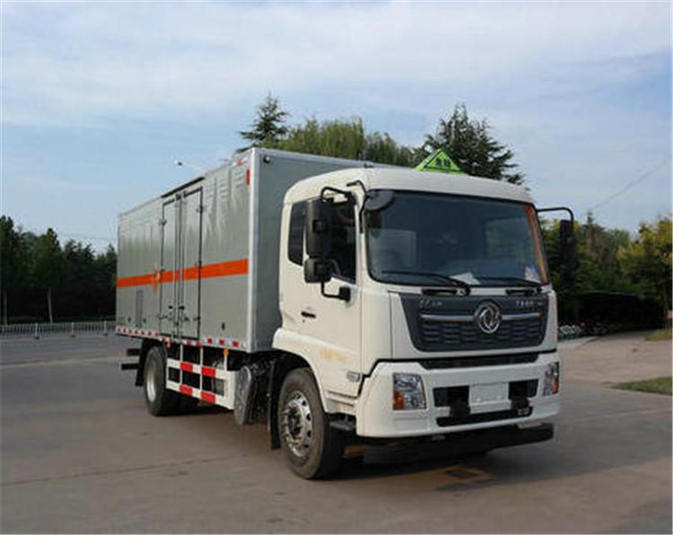 国六环保油运输车东风危货厢式车分期付款