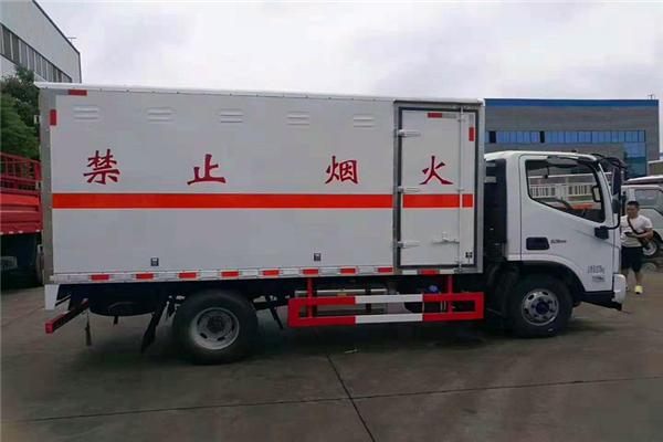 国六5吨易燃液体危险品厢式危货车厂家