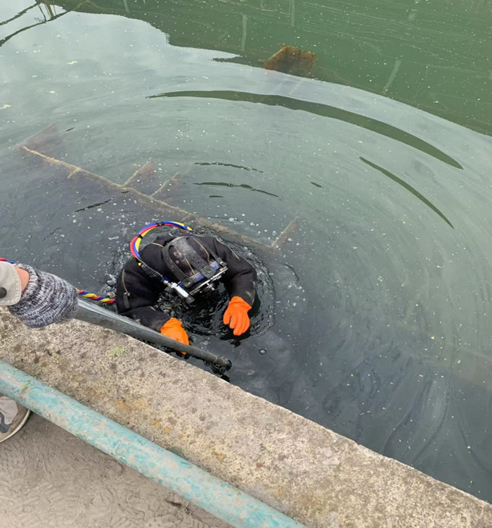 阿壩水下作業公司--就選明龍潛水
